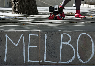 Melbourne start on foot by walking