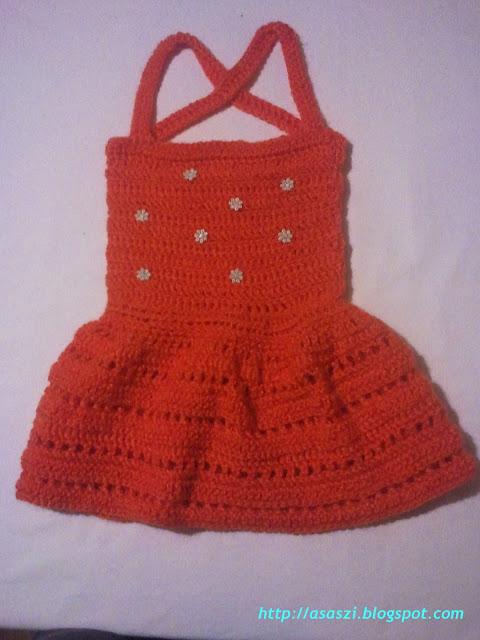 Czerwona sukieneczka na ramiączkach
