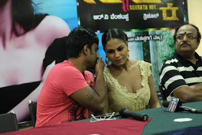"Veena Malik at promotion of her Kannada movie ""Silk Sakkath Hot Maga"""