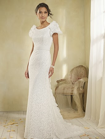 Long fitted wedding dress