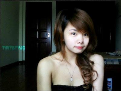vẻ mặt cười tươi của người con gái Việt