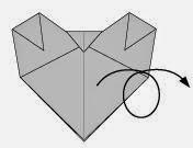 Bước 7: Lật ngược mặt đằng sau tờ giấy ra đằng trước.