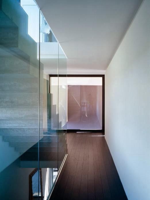 rumah dua lantai dengan teras indoor rancangan desain