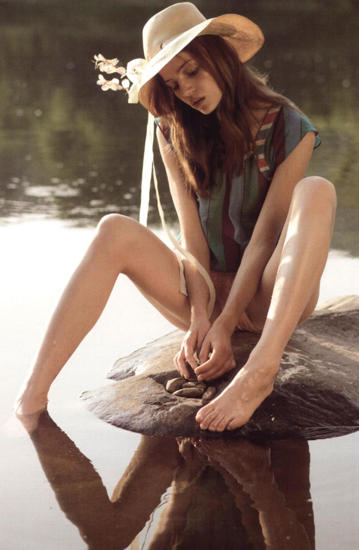 Anne-Marie Van Dijk photographed by David Vasiljevic for 10 Magazine Winter 2005 via fashioned by love british fashion blog