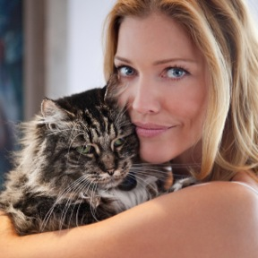Tricia Helfer Of Battlestar Galactica Honored For Animal Advocacy At CATbaret!