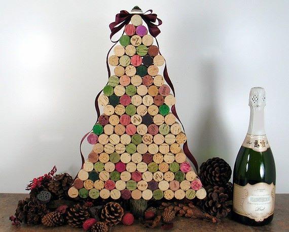 navideña,puedes colgar en tu puerta un árbol de Navidad creado con