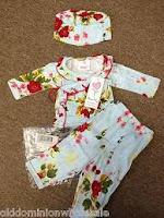 Satu Set Pakaian Bayi Dengan Topinya