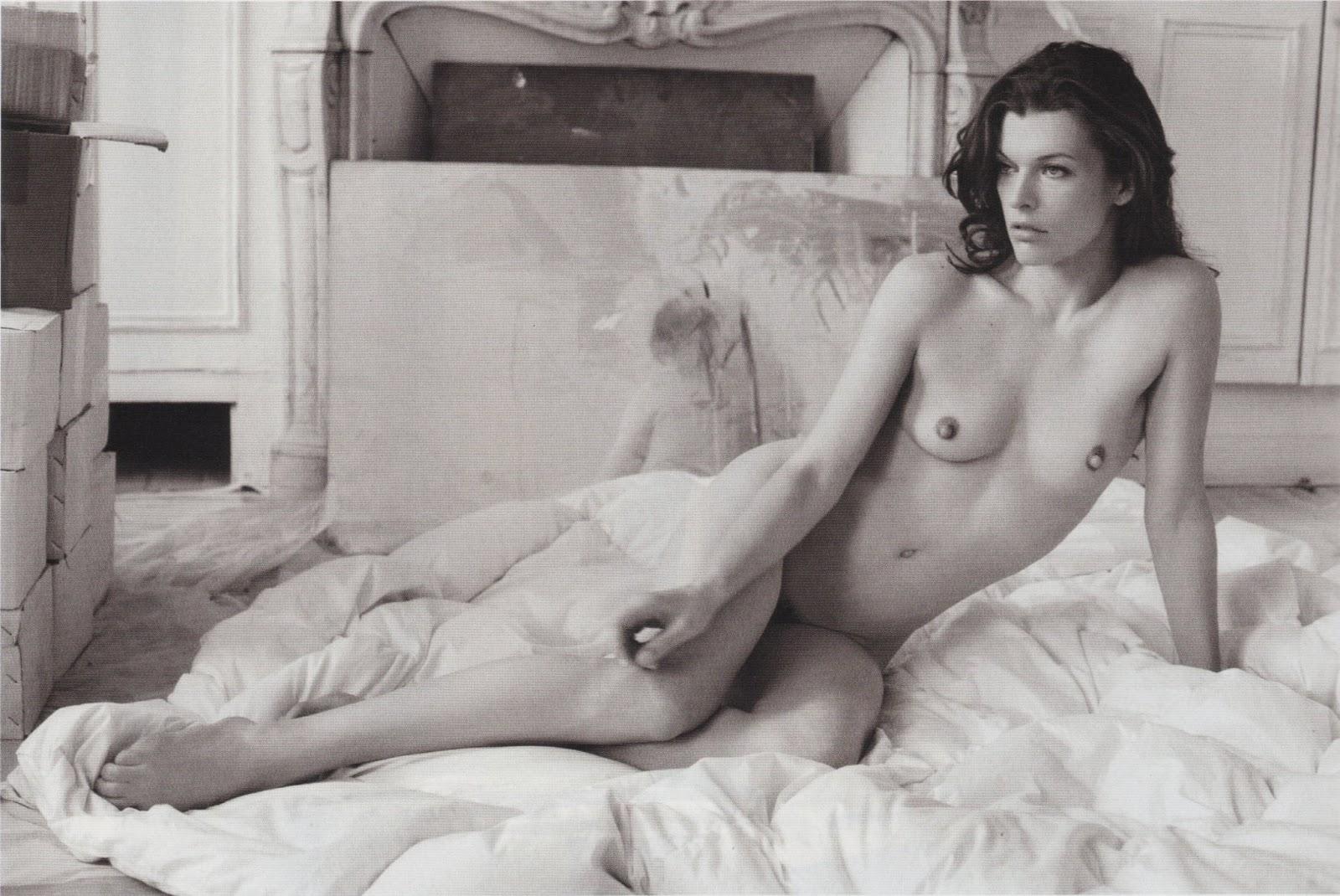 http://2.bp.blogspot.com/-26tPUtx6xUI/UTNycf1RxII/AAAAAAAAyr0/gVJyR5W0gd8/s1600/Milla+Jovovich+Completely+Naked+In+%2526quot-Purple%2526quot-+Magazine+F-W+2009+MQ-HQ+Scans+13.jpg