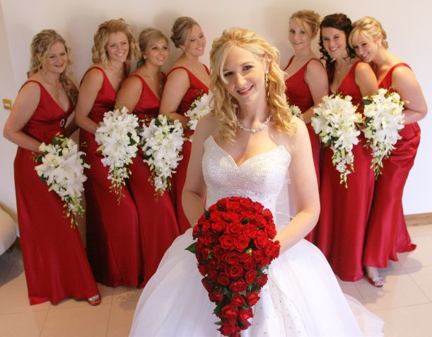 Wedding dress with red bouquet : Red bouquet and bridesmaid s dress