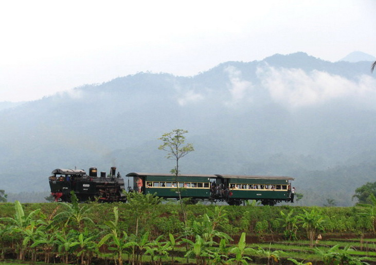 TUYUL ARTIKEL  Kereta Api Wisata Ambarawa