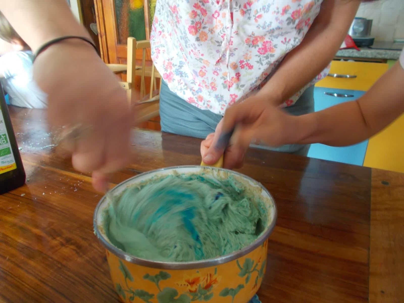 Colorer la pâte à savon avec du colorant alimentaire