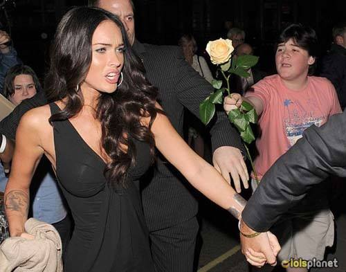 This is not fair megan fox why you didn't accept that guy's rose . Funny  a guy chasing megan fox and trying to give her a rose but she ignored him . this is sad megan fox you should not do like this .