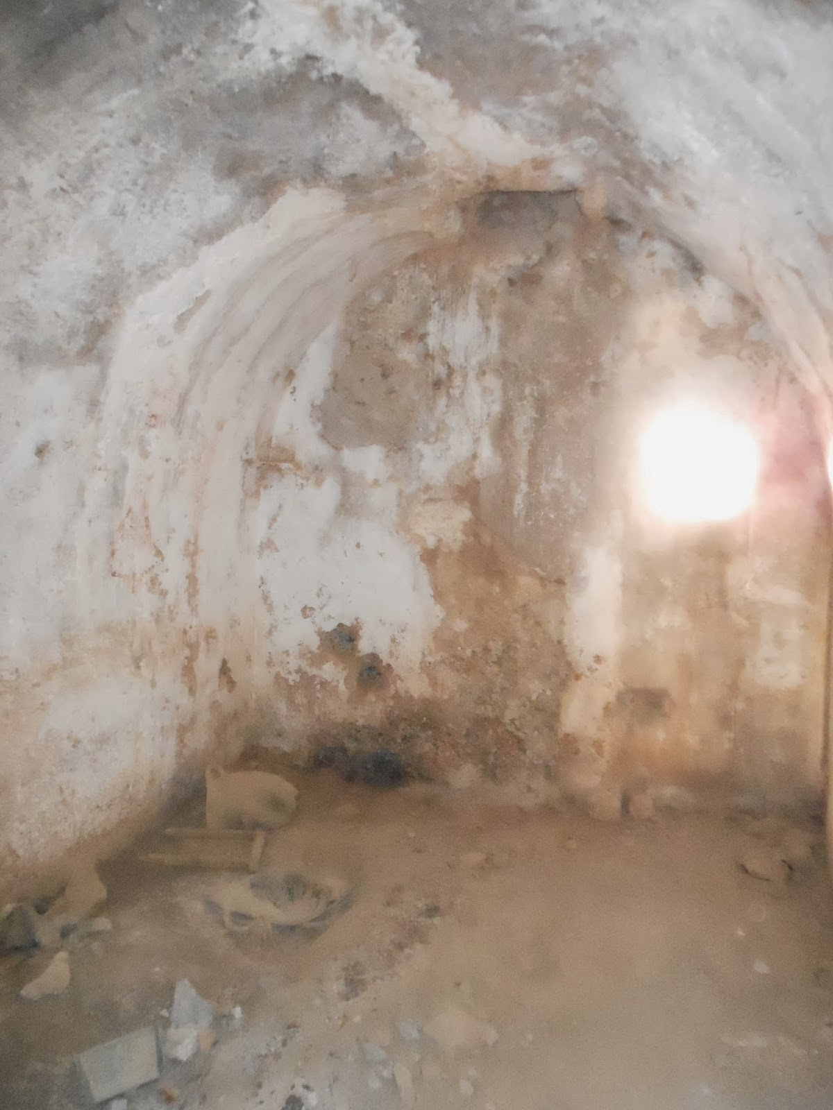 Castillo de sagunto rutas por su historia las leoneras for Lo espejo 0847 la cisterna