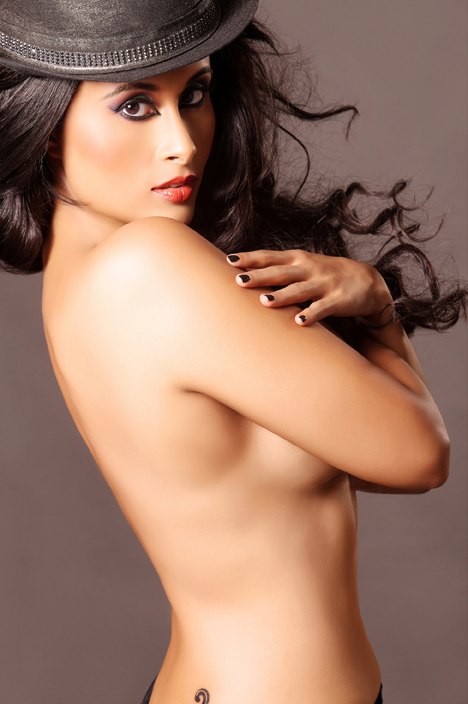 Hot Aiysha Saagar topless