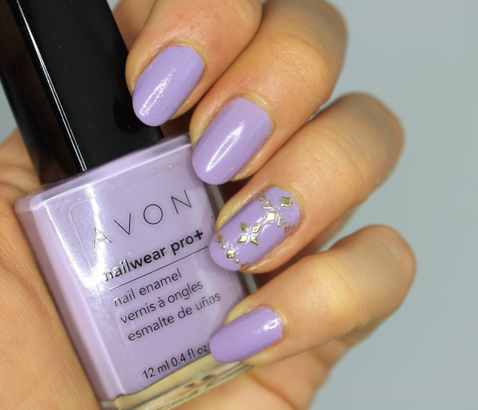 #ManiMonday : Lavender Nails With Kiss Nail Art Gold