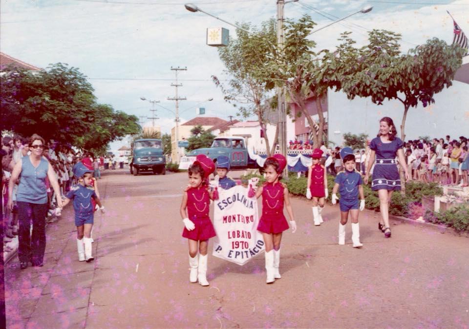 Desfile cívico em 1970.