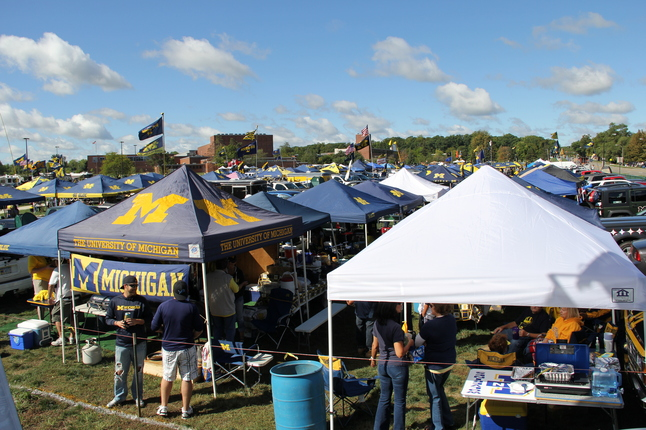 10 Tailgate Essentials For Michigan u0026 Michigan State Football Fans & Tailgate / Campus Den Blog