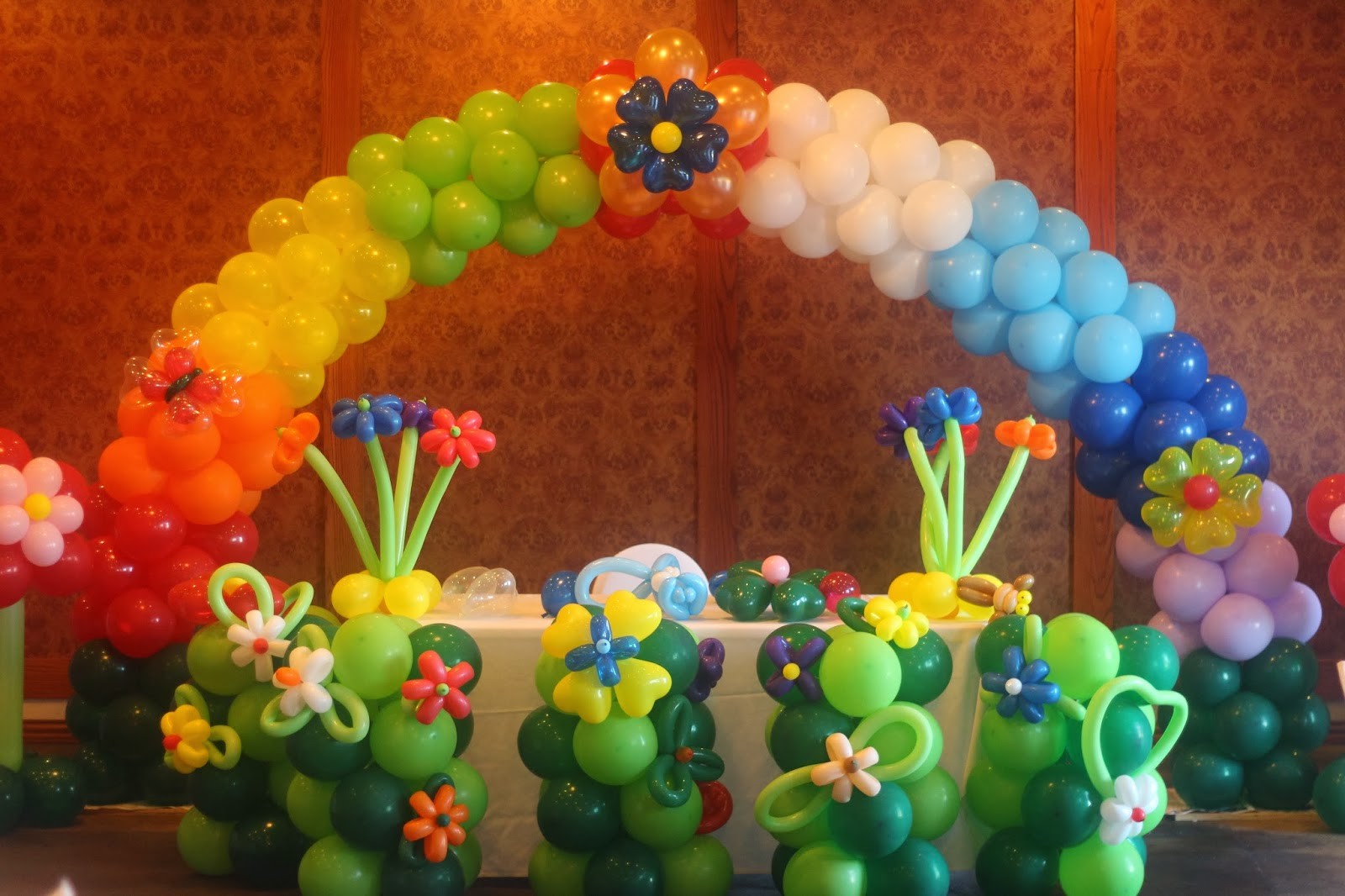 Santo diamond balloon design jungle balloon arch for Balloon decoration arches