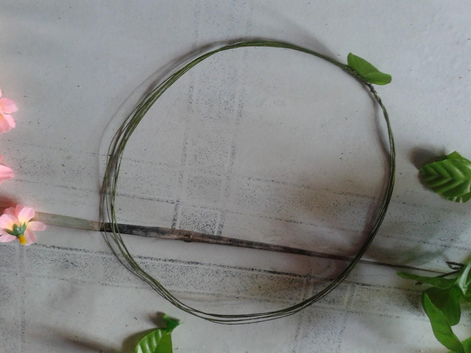 Membuat flower crown mrtprtw ayo intip saya ketika membuat flower crown bahan bahan 1 bunga plastik ukuran kecil 2 pakai daun nya juga boleh 3 beli kawat daun bisa izmirmasajfo