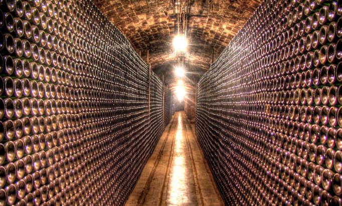 Escapada etnol gica sant sadurn d 39 anoia dosmaletas - Cavas de vino para casa ...