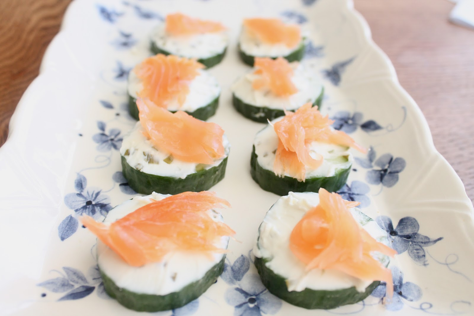 Easy canapes salmon cucumber and cream cheese for Salmon canape ideas
