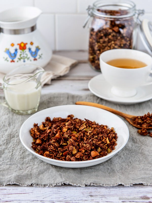 Featured Recipe | Chocolate Granola from 84th & 3rd #recipe #SecretRecipeClub #granola #chocolate #snack