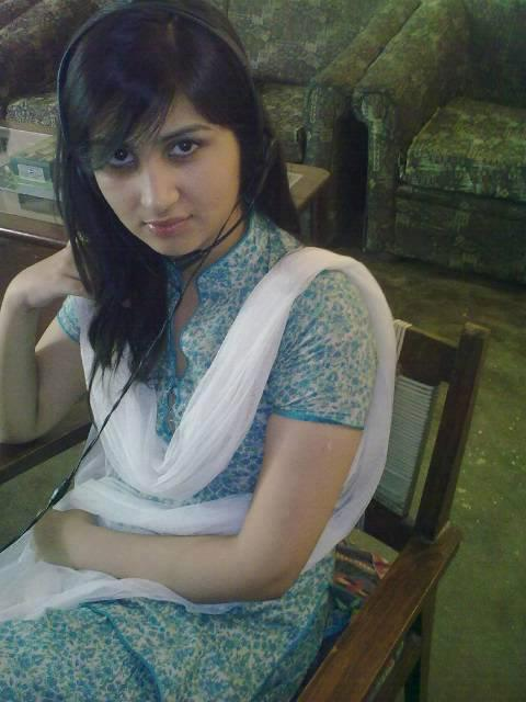 Pakistani Girl Maira Khan on WhatsApp