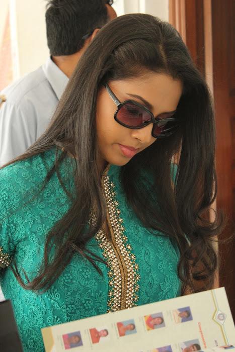 pooja in panimalar college glamour  images