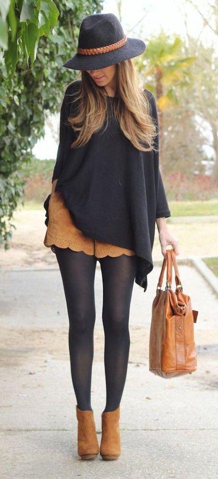 Look do dia - Street style saia de camurça camisa preta chapeu e botins camel