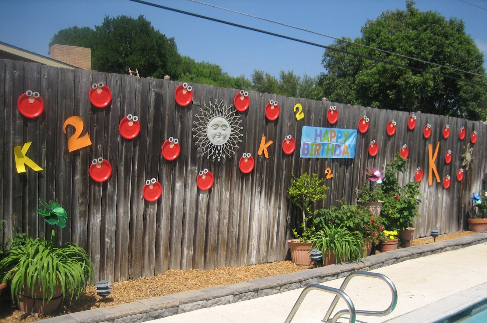 Villa vinson sunny days on sesame street party for Outdoor garden fence decoration