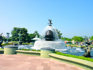 Mickey Mouse Fountain at Hong Kong Disneyland