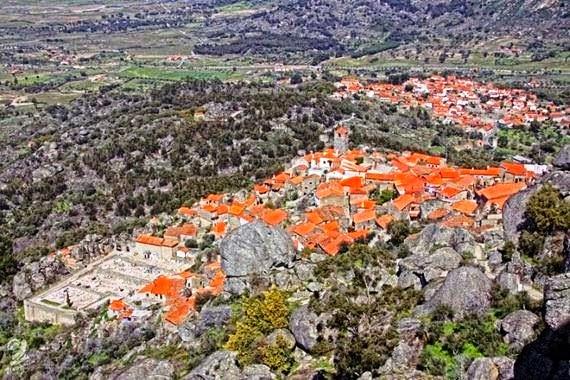 مونسانتو : قرية برتغالية كاملة موجودة فوق وبين صخور عملاقة