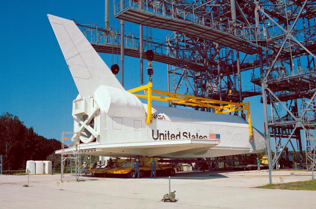 http://2.bp.blogspot.com/-2Ad-uX5IaLY/TtS2Sz_2lOI/AAAAAAAAcOA/A5mfoDWsl6Q/s1600/The+History+NASA+Space+Shuttle+Program+009.jpg