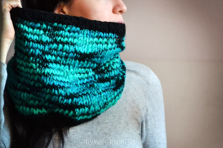 knit cowl (black and acquamarine) - besenseless.blogspot.com