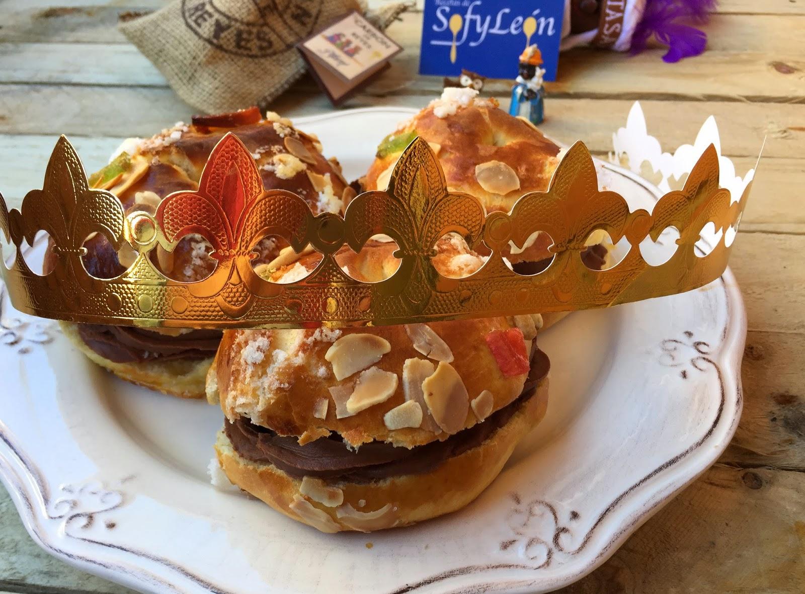 Mini roscón de reyes relleno de chocolate.