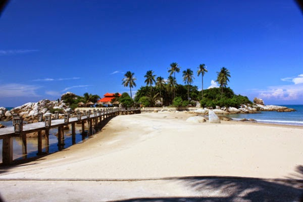 Small beach with luxury hotels lessonpaths for Small luxury beach hotels