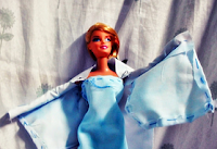 http://kazaki03.blogspot.com/2014/05/diy-queen-elsa-dress.html