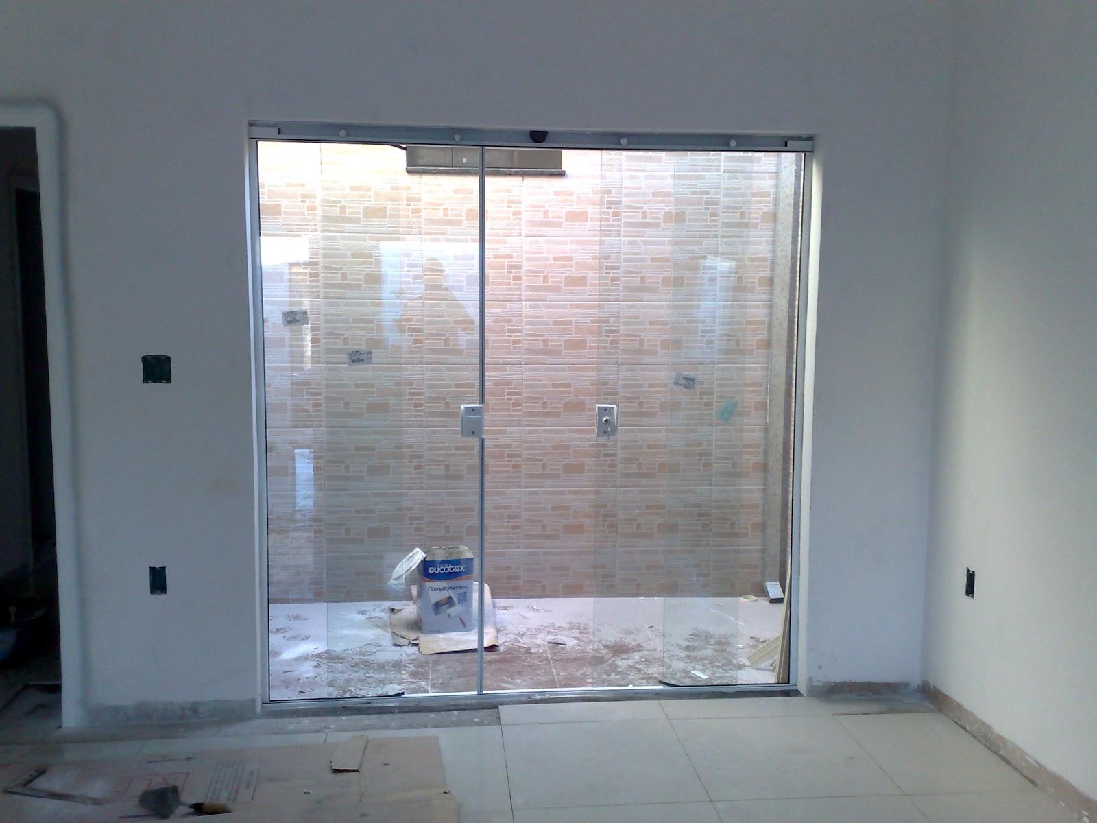 da minha primeira casa: Vidros Blindex instalados e Porcelanato #181E24 1600x1200 Banheiro Com Paredes De Blindex