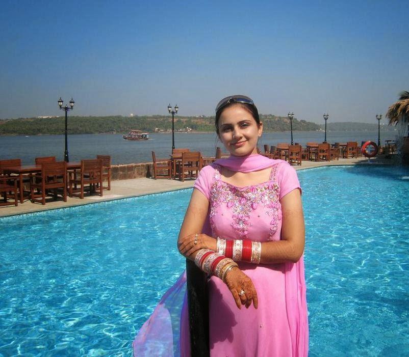 Indian Womens Saree Remove Shoot Captured By Her Boyfriend