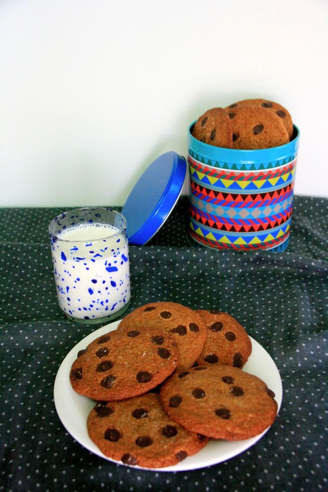 Típiques cookies americanes amb caramel i xocolata per esmorzar