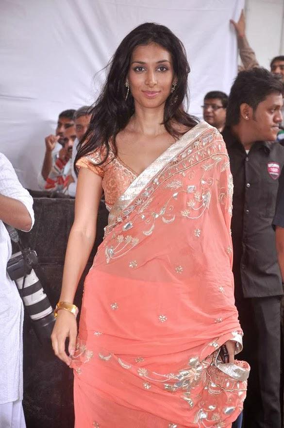 Preeti Desai looks hot sexy nude bra saree