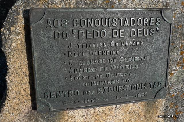 Placa de homenagem, foto de Pedro Hauck