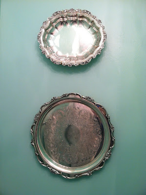Silver Trays as Wall Decoration {rainonatinroof.com} #wall #decoration #silver #tray