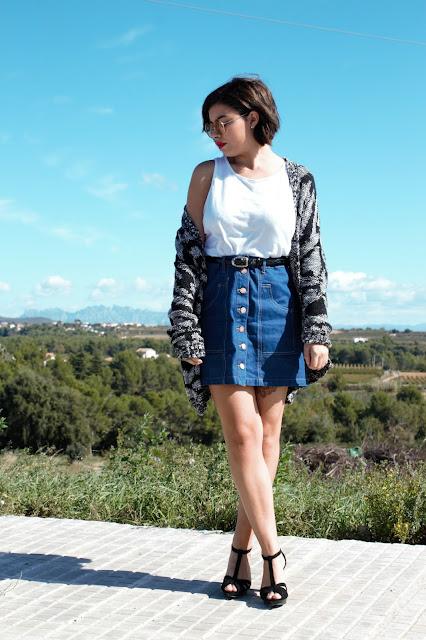cardigan lana-falda botones- sandalias de tacon-outfit-look-blogger