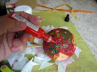 Decoupage em bolas de isopor para o natal