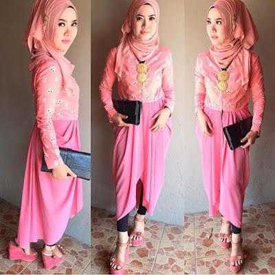 kebaya hijab jumputan pink dengan rok polos