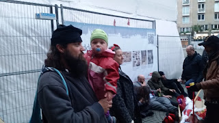 Menschenkette für Henriette Reker