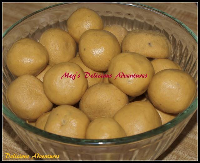 Besan Ladoo(Indian gram flour sweet balls)
