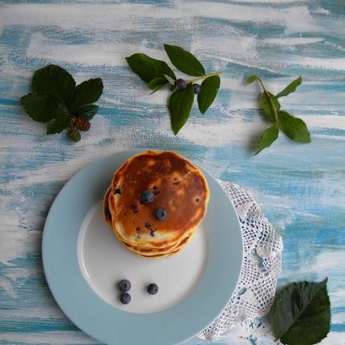 Śniadanie:Placuszki z leśnymi owocami