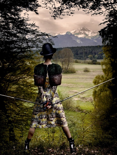 Karlie Kloss in the countryside by Mario Testino